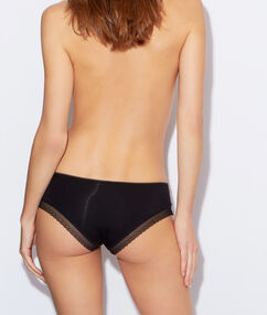 Modal shorty with a lace band noir.