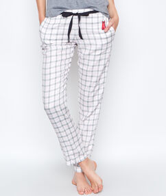 Pantalon à carreaux blanc.