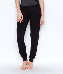 Pantalon en viscose resséré en bas noir.