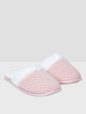Knitted slipers pink.