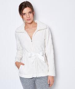 Chaqueta tejido peluche con detalle lazo blanco.