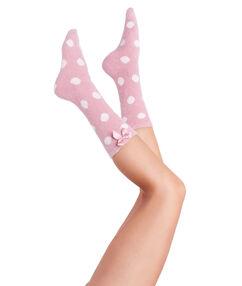 Calcetines peludos estampado a lunares rosa.