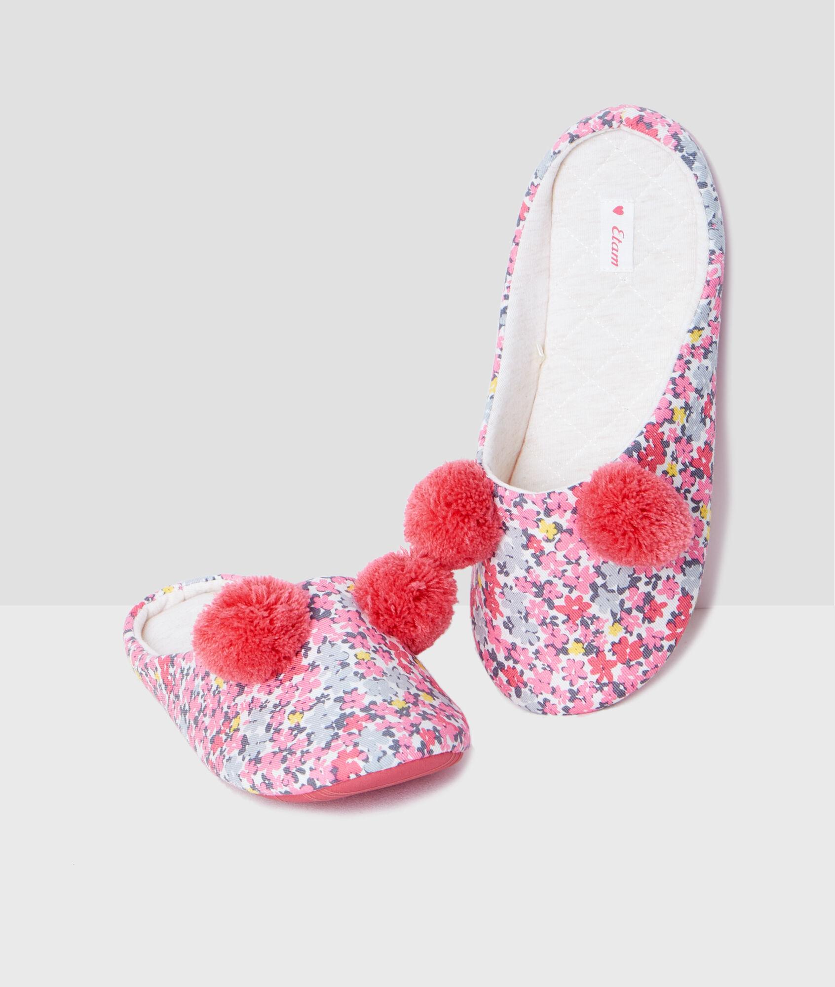 Zapatillas estampado floral y pompones chaton rosa etam - Pompones para zapatillas ...
