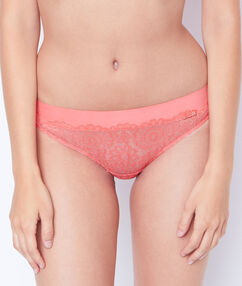 Shorty tout dentelle orange.