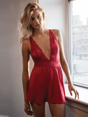 Lace nightdress red.