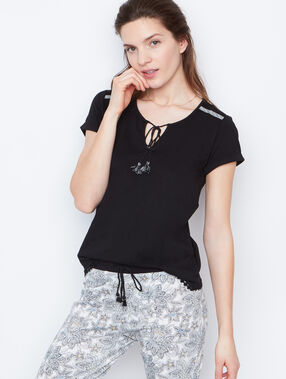 Embroided t-shirt black.