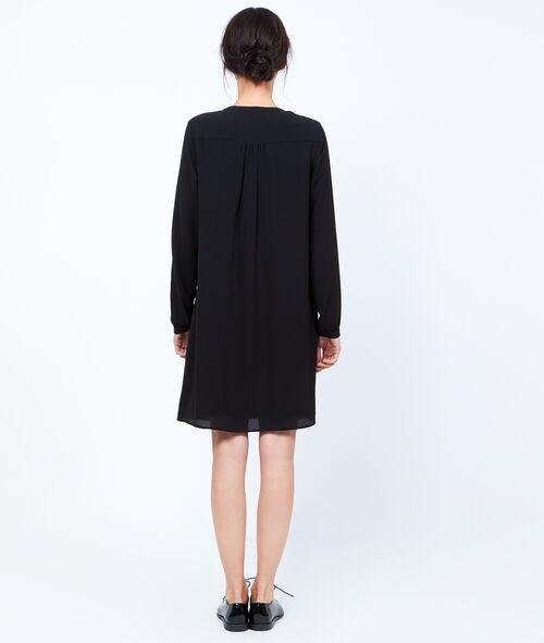 Fließende Kleid