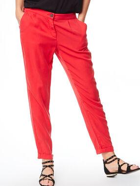 Flowing pants red.