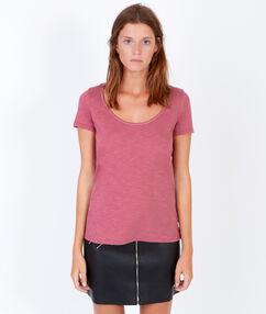 T-shirt manches courtes, détail liseré doré framboise.