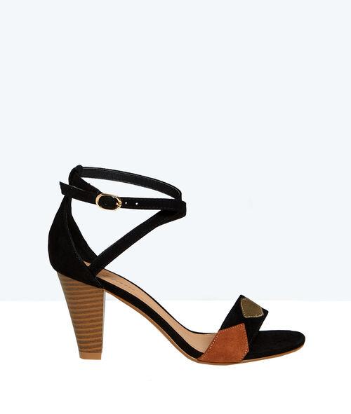 Sandales en suédine, détails géométriques