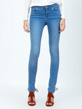 Jean slim bleu.