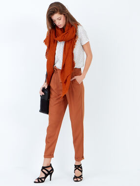 Pantalon carotte avec ceinture fluide camel.