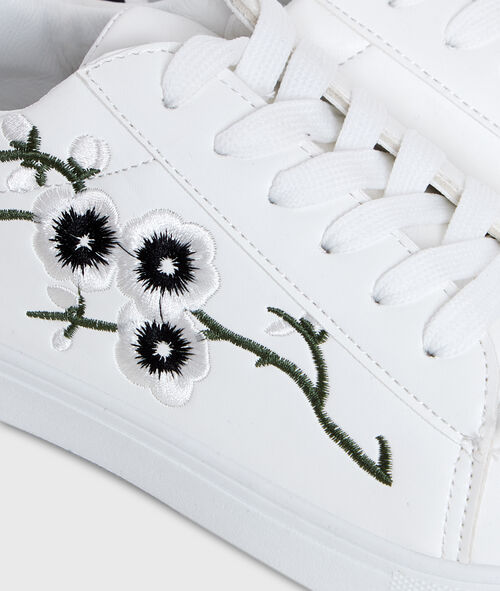 Sneakers with flower embroideries