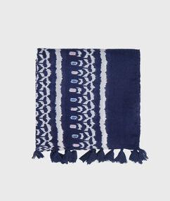Foulard à imprimé ethnique bleu marine.