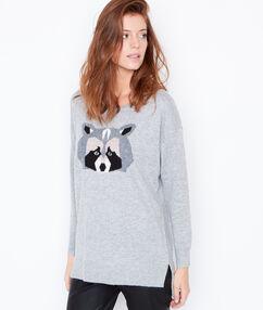Pull en laine, motif raton laveur gris chine.