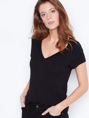 V-neck t-shirt black.