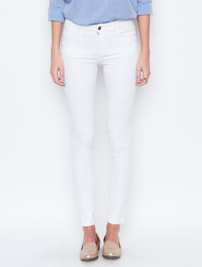 Skinny pants white.