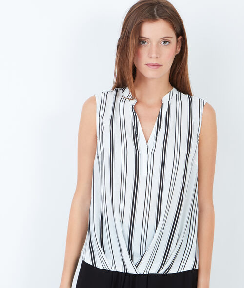 Sleveless top with V-neck