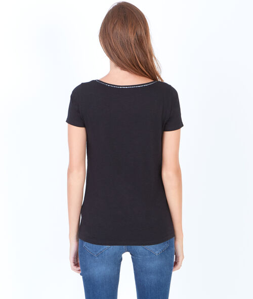 Short sleeve t-shirt with round collar