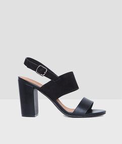 Sandalen schwarz.