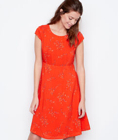 Flowing dress red.