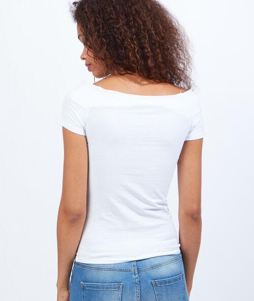 Camiseta con cuello barco