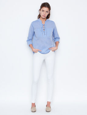 Skinny pants white.
