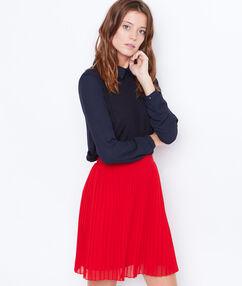 Falda plisada rojo.