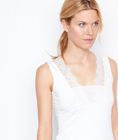 V-neck top white.