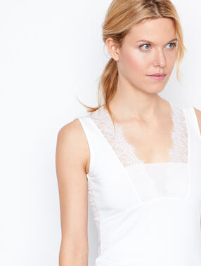 V-neck top white.