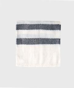 Pañuelo estampado a rayas blanco.