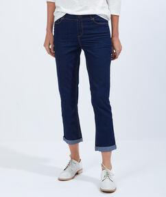 Pantacourt en jean bleu brut.