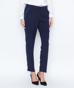 Carrot pants navy.