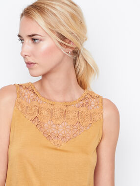 Lace sleeveless top curry.