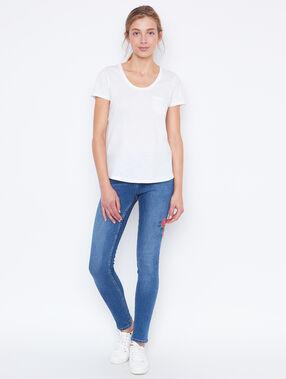 Round collar t-shirt white.