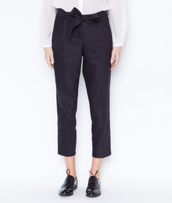 Carrot pants with belt navy.