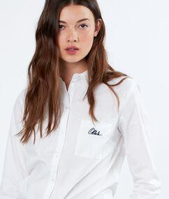 Chemise en coton blanc.