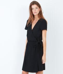 Robe fluide nouée à la taille noir.