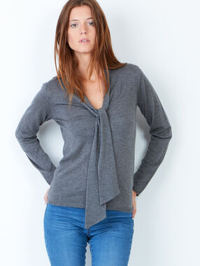 Knit sweater grey.
