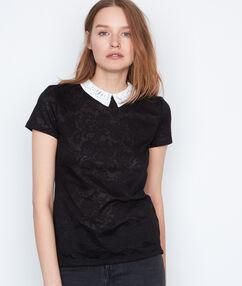 Camiseta cuello camisero negro.