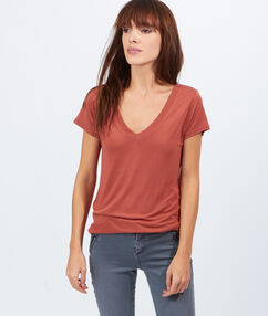 V-neck t-shirt marsala.