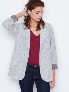 Veste col tailleur gris.
