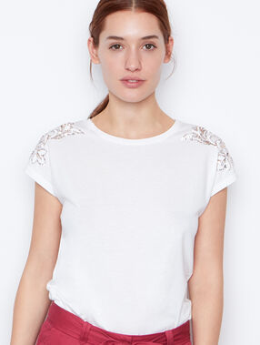 Short sleeves top white.