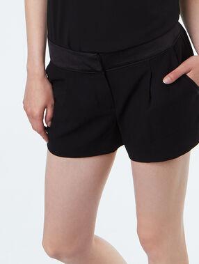 Short schwarz.