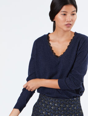 Sweater with lace collar navy.