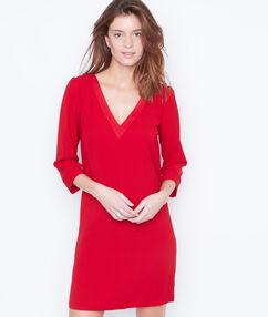 Vestido holgado escote en v rojo.