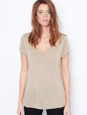 V-neck t-shirt beige.