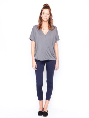 V-neck t-shirt khaki.