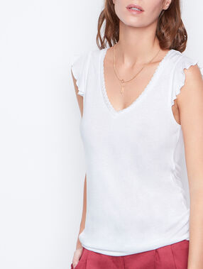 V-neck t-shirt white.