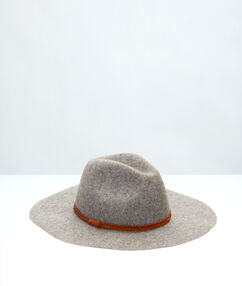 Capa de lana gris claro.